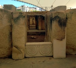 Tarxien Temples Malta guided tour by Amy Pace